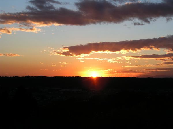 えほんの丘の夕日