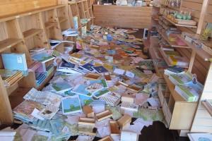 絵本が本棚から飛び出しました